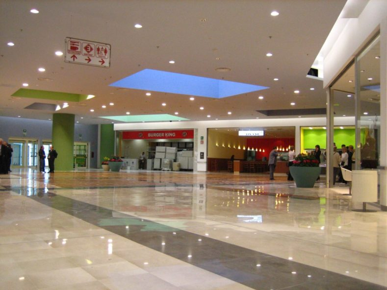 contiAssociati-AuchanCiniselloBalsamo-PiazzaInterna